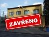 Obrázek Budovy MěÚ Kravaře. Ulice Tyršova5 a cedulky na které je uvedeno, že je dne 2.12.2019 zavřeno
