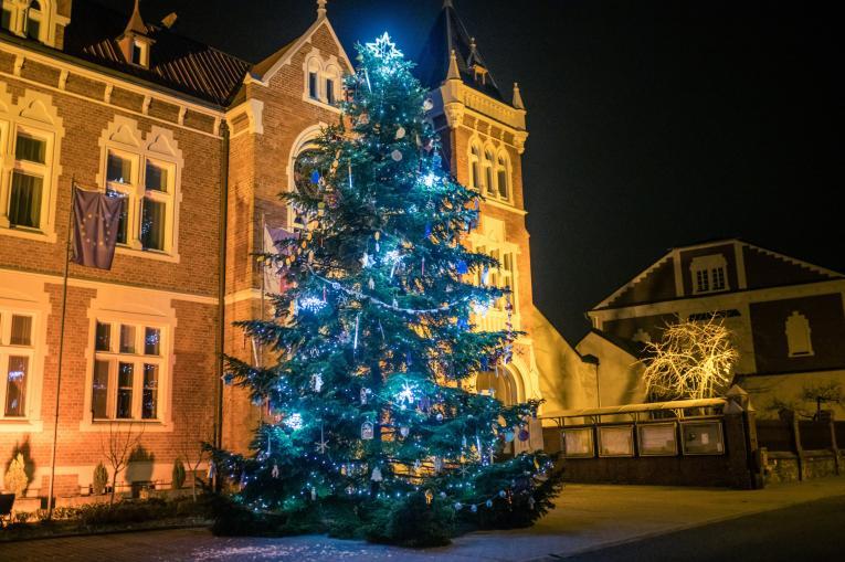 Foto rozsvíceného stromečku