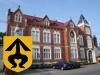 Obrázek hlavní budova + znak