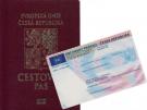 na obrázku cestovní doklad a občanský průkaz