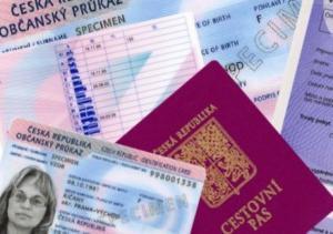 Obr. občanské průkazy a cestovní pasy